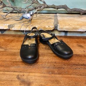 Naot Gardenia Closed Toe Sandals